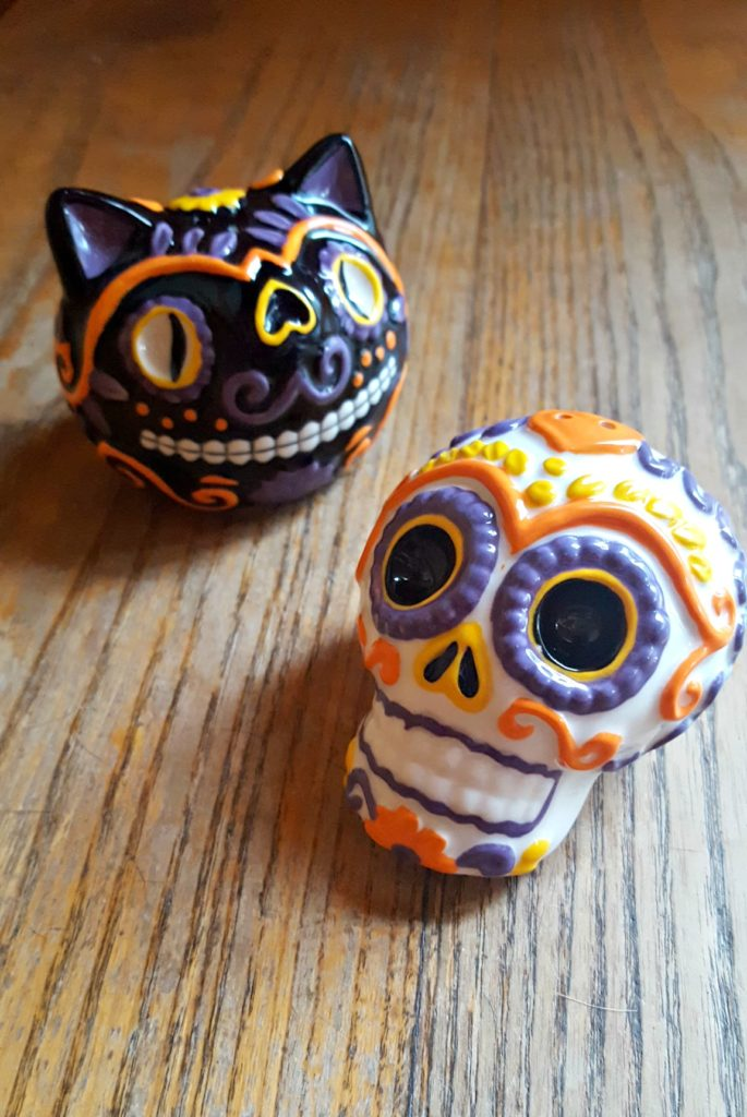spooky-halloween-items-salt-and-pepper-shakers